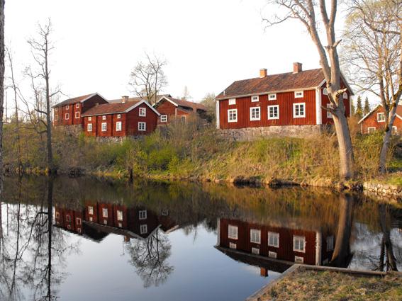 husen-vid-dammen-1